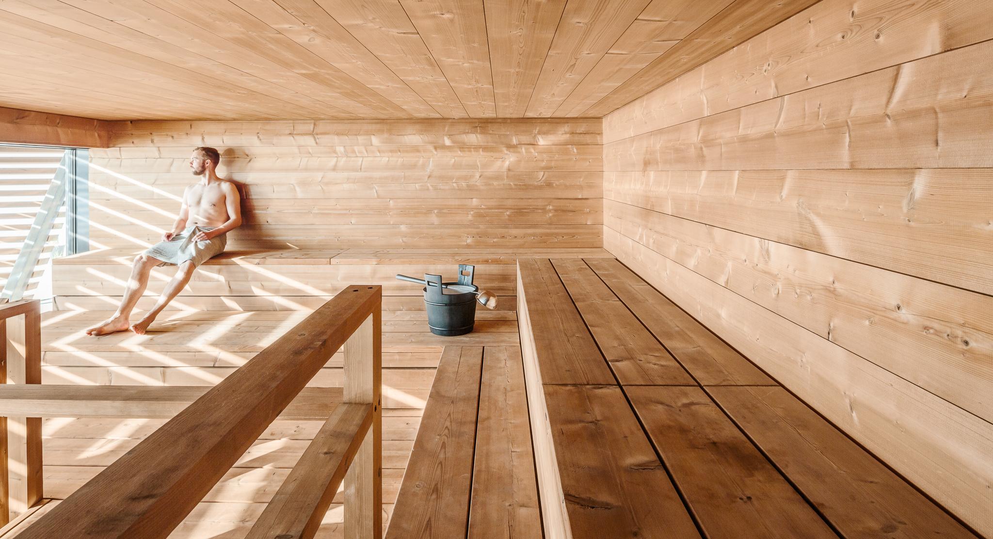 Interior de la sauna Löyly de Helsinki