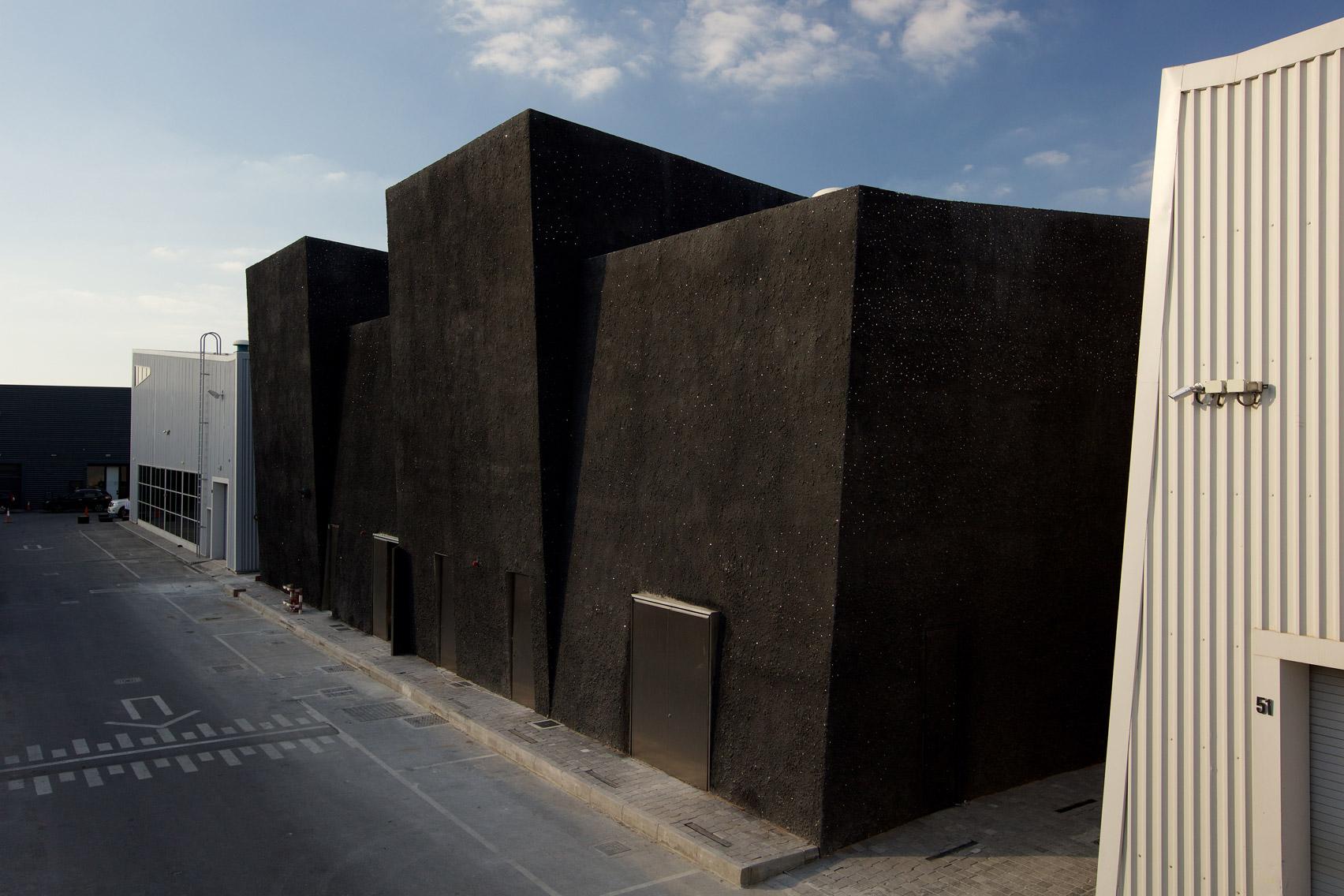 Fachada posterior galeria Concrete en Dubai