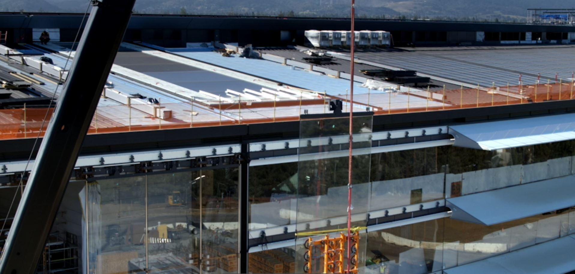 Instalación vidrios fachada apple park